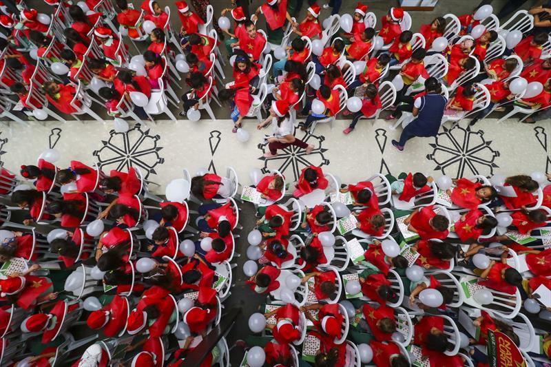 Encenação do Auto de Natal da Regional Prtão na Rua da CIdadania da Fazendinha com o coral de alunos da Escola Municipal Adriano Robine  - Curitiba, 07/12/2018 - Foto: Daniel Castellano / SMCS
