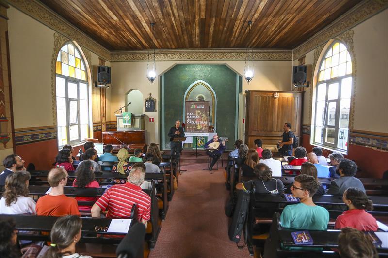 Com instrumentos de época, música antiga tem espaço garantido em concertos e cursos. Foto: Daniel Castellano / SMCS