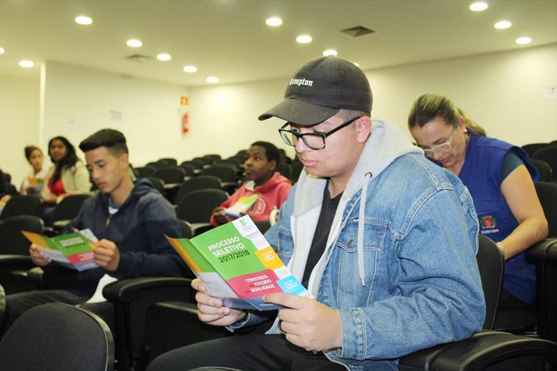 Adolescentes de 14 a 17 anos interessados em se preparar para o mercado de trabalho ainda podem se inscrever no programa Formação Para o Primeiro Emprego, da Fundação de Ação Socia (FAS) Trabalho. Foto: Ricardo Marajó/FAS