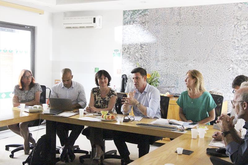 Na primeira missão a Curitiba neste ano de 2019, técnicos da Agência Francesa de Desenvolvimento (AFD) avaliaram como promissora uma nova parceria com a cidade. Na imagem, reunião no IPPUC. Curitiba, 30/01/2019. Foto :Divulgação
