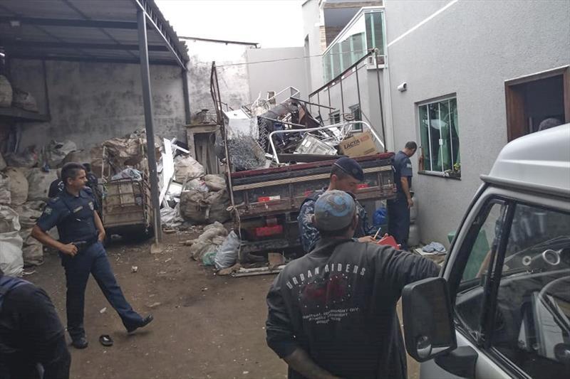 Ação conjunta interdita três comércios de material reciclável no Cajuru. Foto: Divulgação