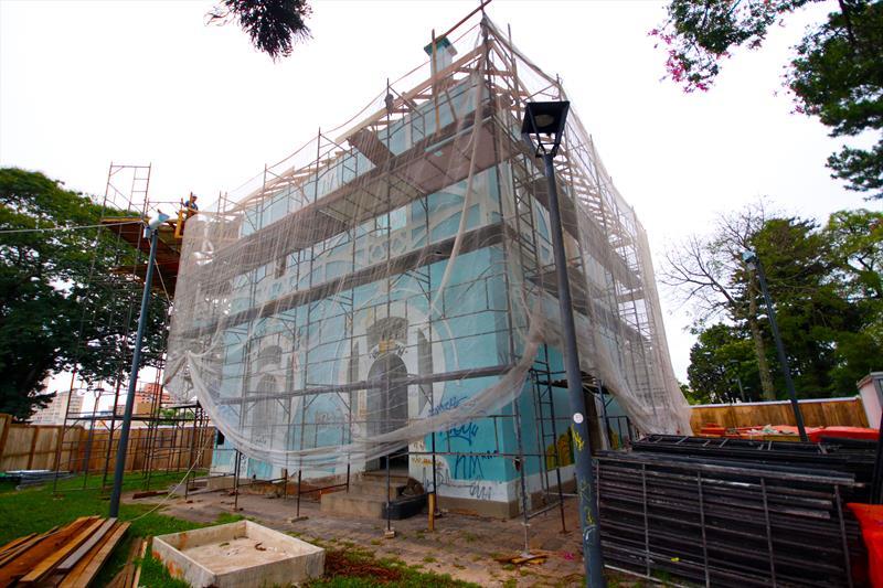 O Palácio Belvedere deverá ter concluídas as obras da cobertura para que seja possível dar sequência aos trabalhos de restauro do edifício, que foi atingido por um incêndio em dezembro de 2017. Curitiba, 08/02/2019. Foto: Lucilia Guimarães/SMCS