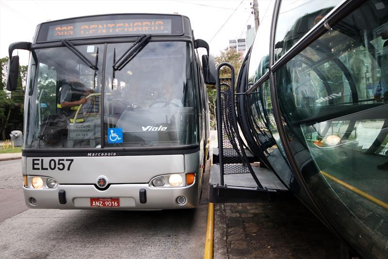 Urbs testa mudança na rampa da porta do ônibus ligeirinho. Na imagem, estações-tubo da linha direta (ligeirinho) Centenário. Curitiba, 11/02/2019. Foto: Lucilia Guimarães/SMCS