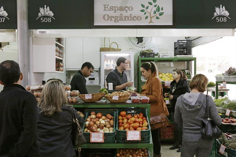 Nesta terça-feira (12/2), o Setor de Orgânicos do Mercado Municipal completa uma década. Para comemorar, os visitantes serão presenteados com mudinhas orgânicas. Foto: Luiz Costa /SMCS