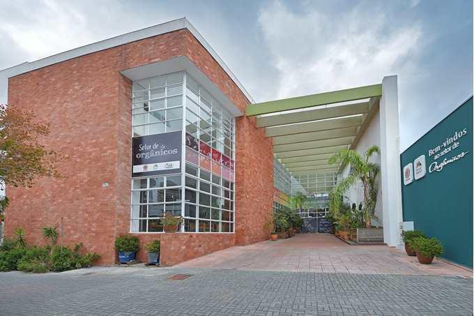 Nesta terça-feira (12/2), o Setor de Orgânicos do Mercado Municipal completa uma década. Para comemorar, os visitantes serão presenteados com mudinhas orgânicas. Foto: Divulgação