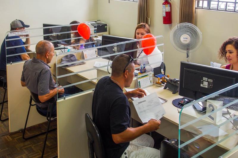 Mutuários da  Companhia de Habitação Popular de Curitiba (Cohab), estão colocando em dia as prestações para concorrer ao automóvel, que será sorteado pelo resultado da loteria federal do dia 27 de março. Curitiba, 11/02/2019. Foto: Rafael Silva/COHAB