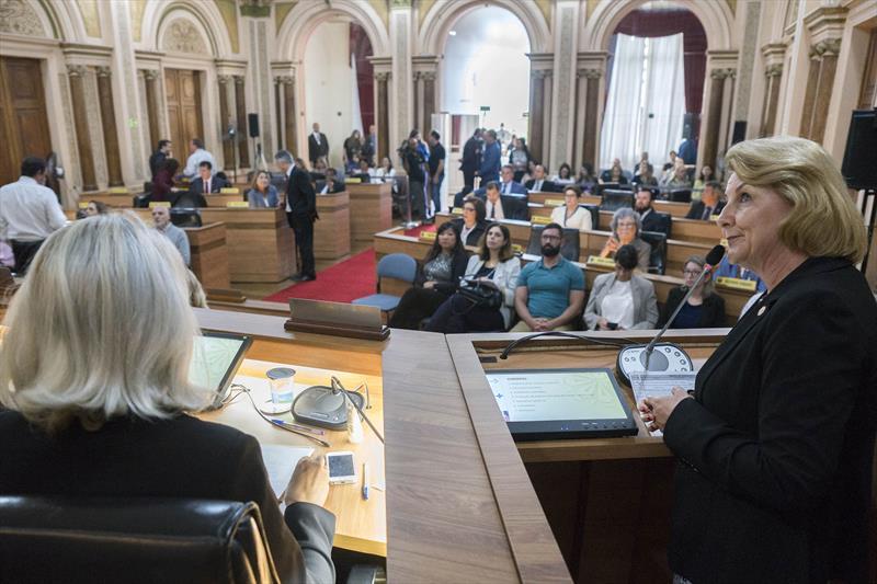 Secretária Municipal da Saúde, Márcia Huçulak, apresenta relatório do terceiro quadrimestre da saúde na Câmara Municipal. Curitiba, 13/02/2019. Foto: Valdecir Galor/SMCS