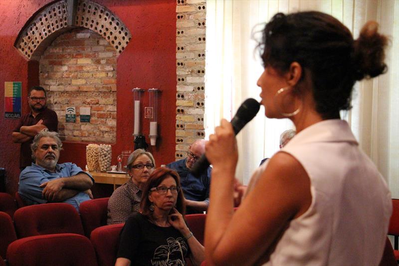 Palestra da presidente da Agência Curitiba, Cris Alessi, ministrada na tarde desta quarta-feira (20/2), no Instituto de Pesquisa e Planejamento Urbano de Curitiba (Ippuc). Foto: Divulgação