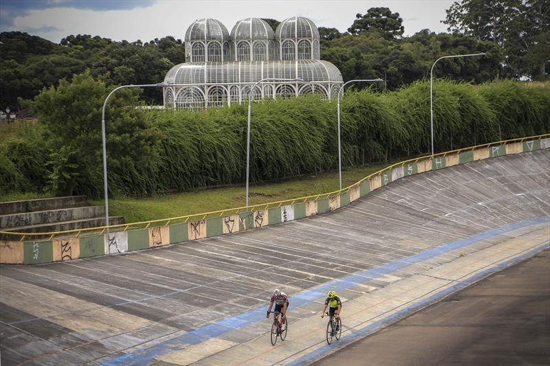 A Prefeitura começou, nesta terça-feira (12/3), as obras de manutenção na pista do Velódromo de Curitiba, no Jardim Botânico. Foto: Luiz Costa / SMCS