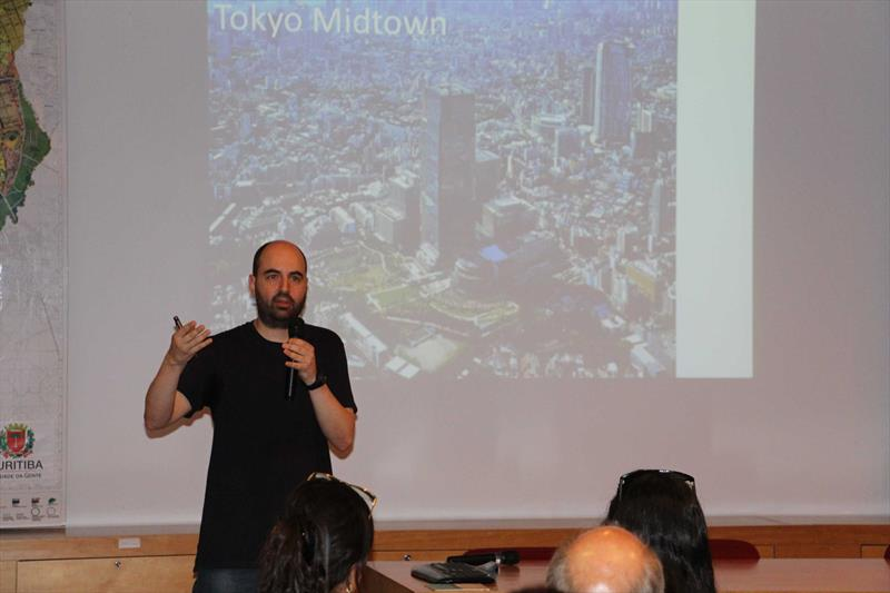 Fabiano Borba, arquiteto do Ippuc, no evento Diálogos Urbanos, para o corpo técnico do Ippuc. Foto: Divulgação