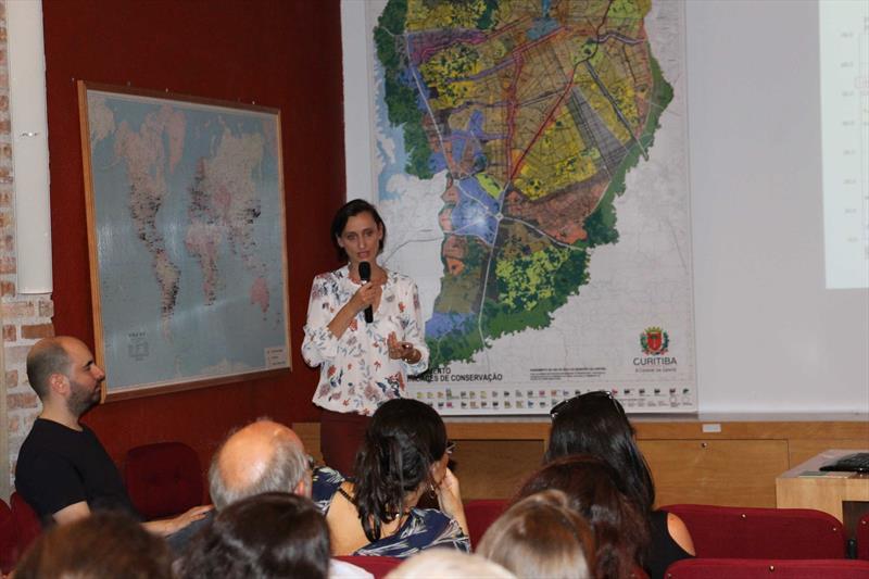 Priscila Tiboni, arquiteta do Ippuc, no evento Diálogos Urbanos, para o corpo técnico do Ippuc. Foto: Divulgação