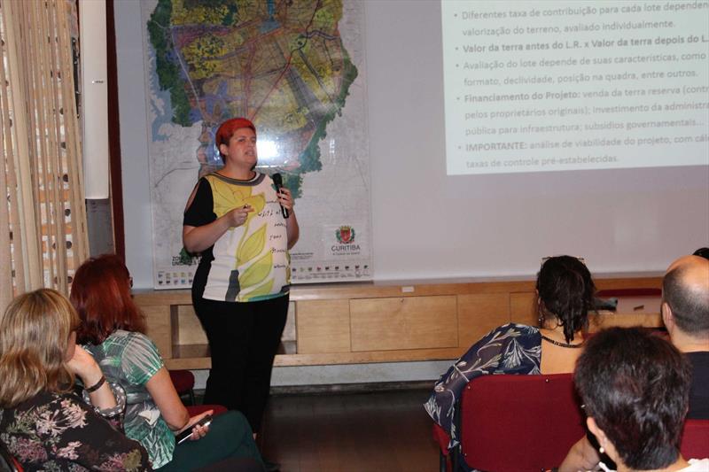 Bruna Griguol, arquiteta do Ippuc, no evento Diálogos Urbanos, para o corpo técnico do Ippuc. Foto: Divulgação