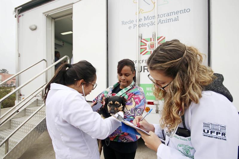 As avaliações clínicas gratuitas promovidas pela Rede de Proteção Animal da Prefeitura em parceria com a residência de Medicina Veterinária da Universidade Federal do Paraná (UFPR) voltam a acontecer a partir de abril e começam pela Regional CIC. Foto: Lucilia Guimarães/SMCS