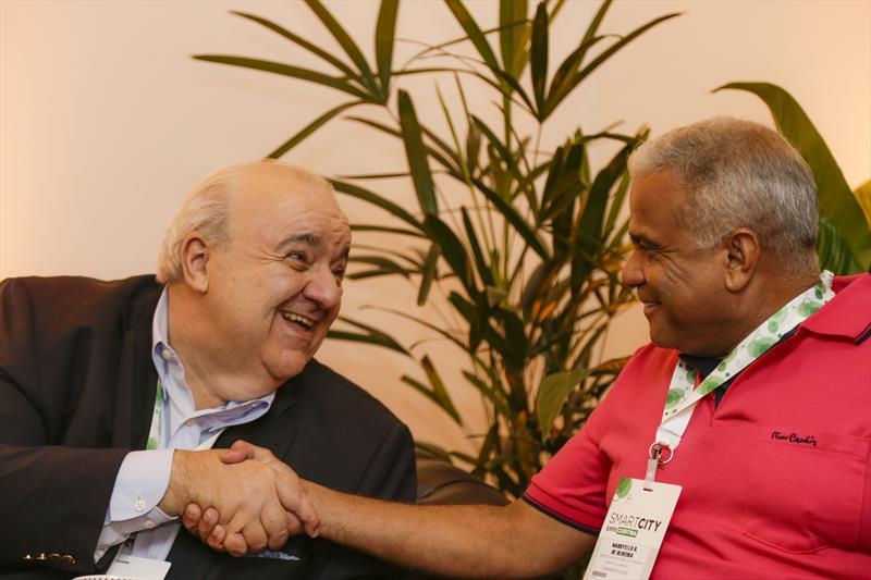 Prefeito Rafael Greca, recebe no gabinete do Smart City Expo 2019, o prefeito de Ipatinga, Nardyello Rocha. Curitiba, 21/03/2019. Foto: Pedro Ribas/SMCS