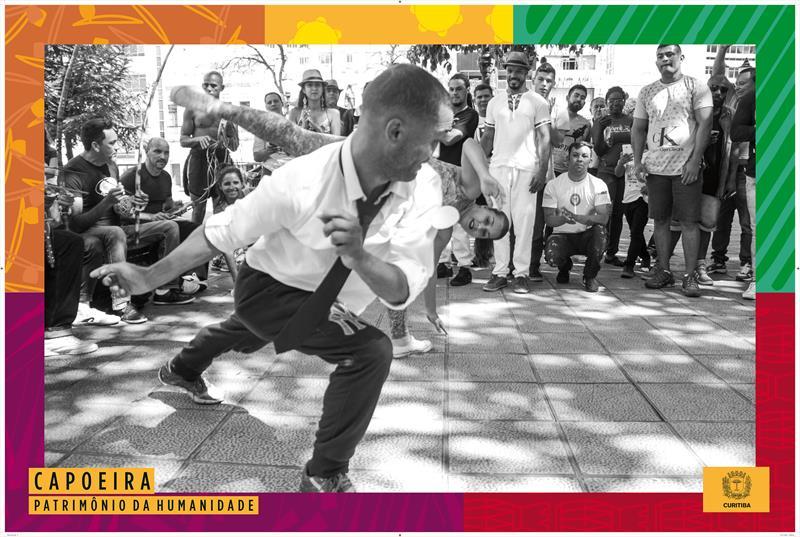 """No Dia Internacional contra a Discriminação Racial, celebrado nesta quinta-feira (21/3), a Prefeitura abriu a exposição """"Capoeira Patrimônio da Humanidade"""", que reúne 30 banners com imagens feitas pelo fotógrafo Daniel Rebello."""