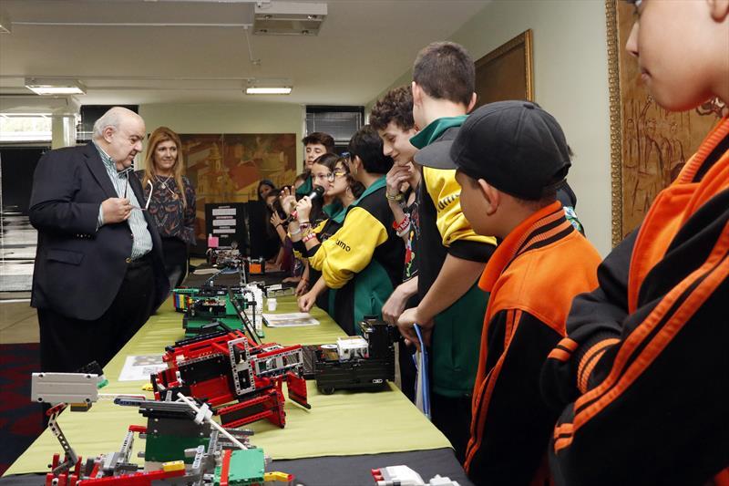 Prefeito Rafael Greca recebe alunos de escolas municipais que participaram do Encontro Nacional da First Lego League. Curitiba, 22/03/2019. Foto: Lucilia Guimarães/SMCS