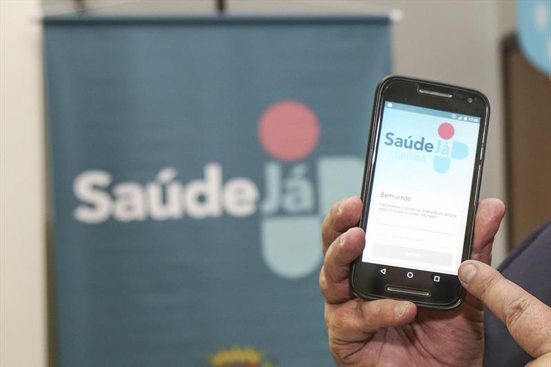 Saiba como agendar atendimentos pelo Aplicativo Saúde Já Curitiba. Foto: Pedro Ribas/SMCS