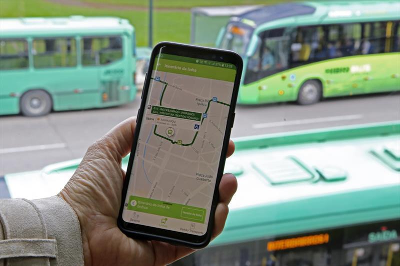 Serviços e informações sobre o transporte coletivo de Curitiba agora estão na palma da mão. Foto: Cesar Brustolin/SMCS