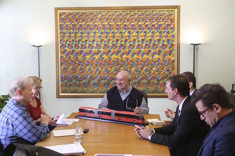 Prefeito Rafael Greca concede entrevista ao repórter Fredrik Mellgren, do jornal sueco Svenska Dagbladet. Curitiba, 12/04/2019. Foto: Cesar Brustolin/SMCS