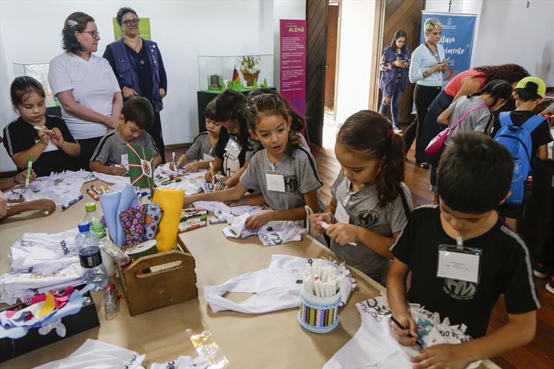 Atividades de Páscoa, com crianças de escolas municipais no Bosque Alemão. Curitiba, 12/04/2019. Foto: Pedro Ribas/SMCS