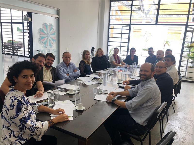 O Conselho Municipal de Inovação, Ciência e Tecnologia esteve reunido no Engenho da Inovação, no Rebouças, para iniciar as discussões sobre as diretrizes e ações de apoio ao ecossistema de empreendedorismo do Vale do Pinhão. Foto: Divulgação