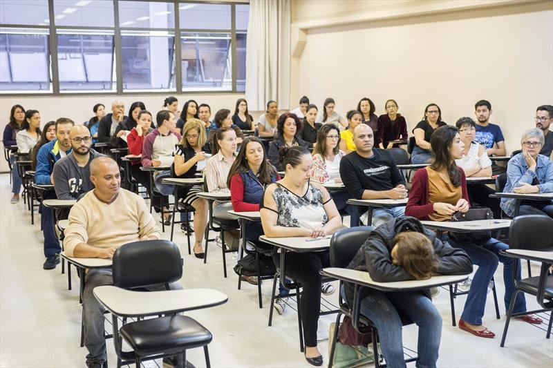 Quem se inscreveu para concorrer a um dos dez cargos definidos nos editais 5, 6, 7 e 8 do concurso da Prefeitura de Curitiba já pode consultar o seu local de prova e imprimir o comprovante. Foto: Valdecir Galor/SMCS