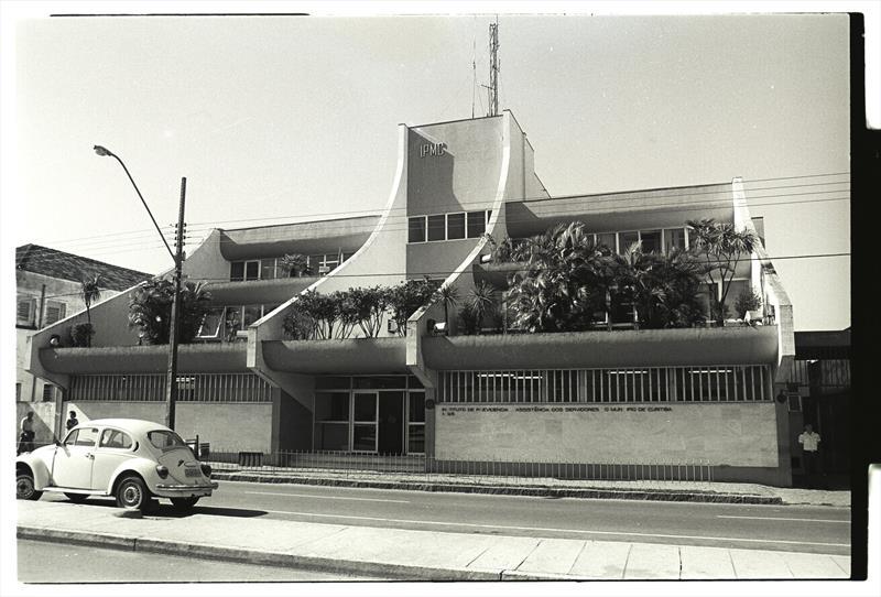O Instituto de Previdência dos Servidores do Município de Curitiba, o IPMC, celebra o aniversário de 60 anos da instituição.  - Na imagem, desde 1966 até 1999 o IPMC funcionou na Avenida Marechal Floriano Peixoto, no mesmo endereço onde hoje está o ICS. Foto: Arquivo Público