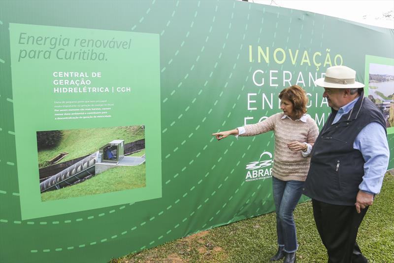 Prefeito Rafael Greca e a secretaria do Meio Ambiente, Marilza Dias,  participa da visita à obra da Central Geradora Hidrelétrica Nicolau Klüpel no Parque Barigui. Curitiba, 10/05/2019. Foto: Luiz Costa/SMCS