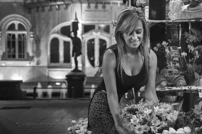 Florista nsa Arcadas do Pelourinho, ao fundo o Paço Municipal. Foto: Luiz Costa /SMCS