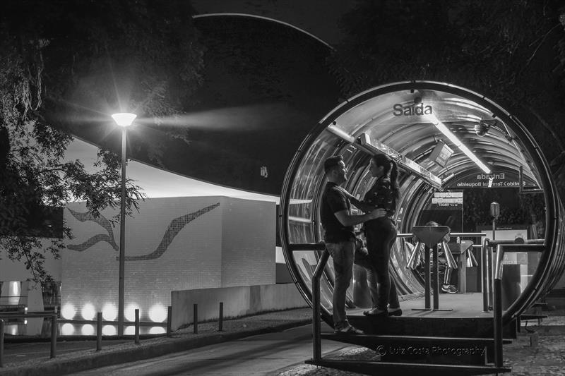 Namoro na estação tubo do MON. Foto: Luiz Costa /SMCS