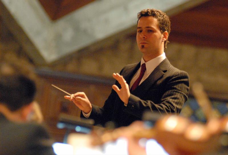 Semana tem concertos do coro e da orquestra da Camerata Antiqua.  - Na imagem, o maestro Márcio Steuernagel. Foto: Divulgação