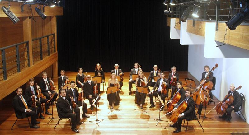 Semana tem concertos do coro e da orquestra da Camerata Antiqua.  - Na imagem, a Orquestra de Câmara da Cidade de Curiitba. Foto: Cido Marques