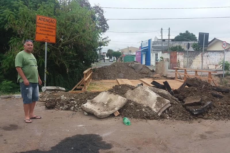 Nova ponte deixa travessia mais segura no Cajuru.  - Na imagem, o segurança José Alberto Lombo. Foto: Divulgação