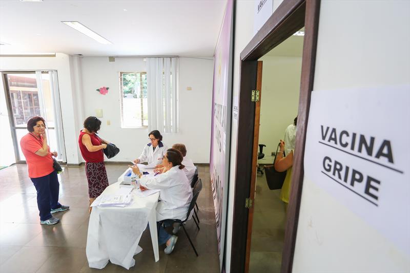 Quatro unidades de saúde abrem neste sábado para vacinação.  Foto: Daniel Castellano / SMCS