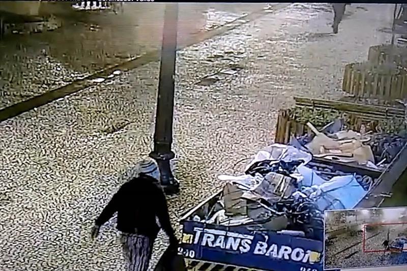 Flagrado por câmeras homem é preso furtando cabos na XV de Novembro. Foto: Divulgação