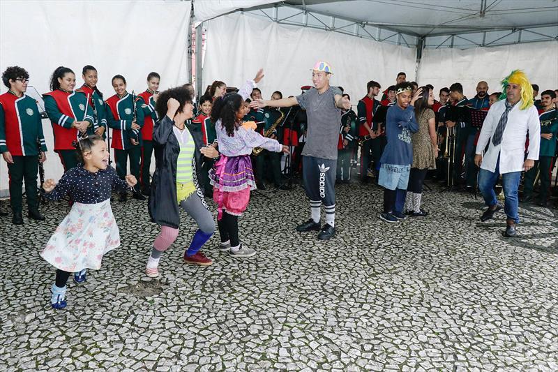 FAS promove Blitz Maio Laranja na Praça Santos Andrade.  Curitiba. 17/05/2019.  Foto: Ricardo Marajó/FAS