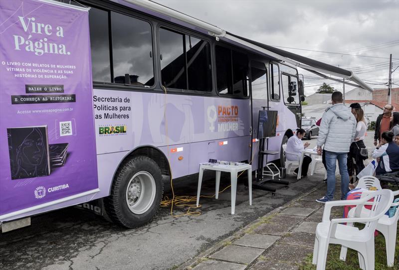 O Ônibus Lilás vai estar na Unidade de Saúde Vila Esperança, no Atuba, nos dias 28 e 30 de maio, para levar de forma gratuita, informações sobre violência doméstica, exames de saúde e orientação à empregabilidade para mulheres. Foto: Levy Ferreira/SMCS