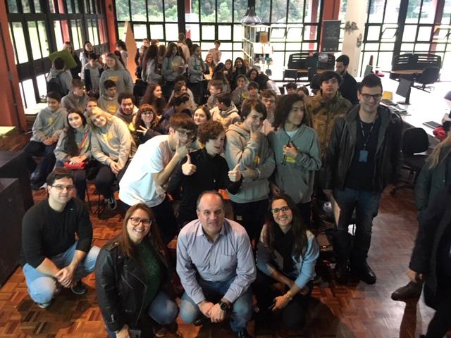 Estudantes da escola internacional do SESI visitaram o Worktiba Barigui nesta quinta-feira (30/5). Foto: Divulgação