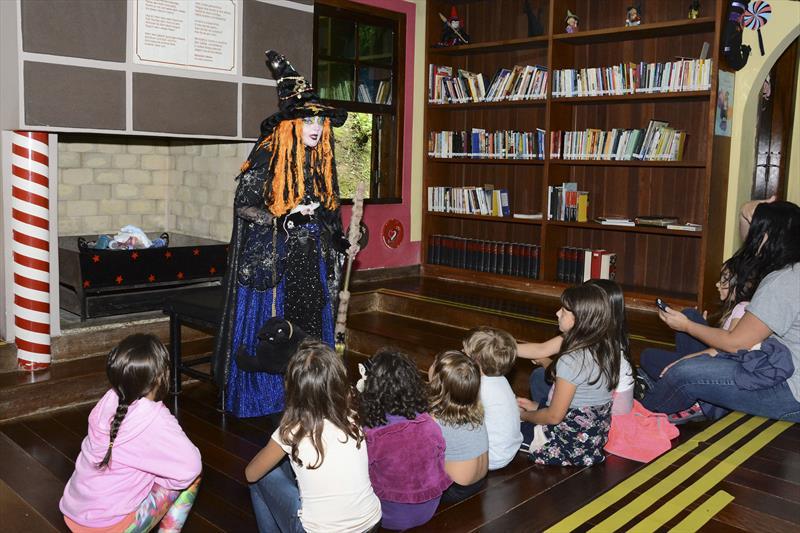No próximo domingo (2/6) acontece na Casa Encantada do Bosque Alemão uma contação de história inclusiva para crianças com Transtorno do Espectro Autista (TEA). Foto: Levy Ferreira/SMCS