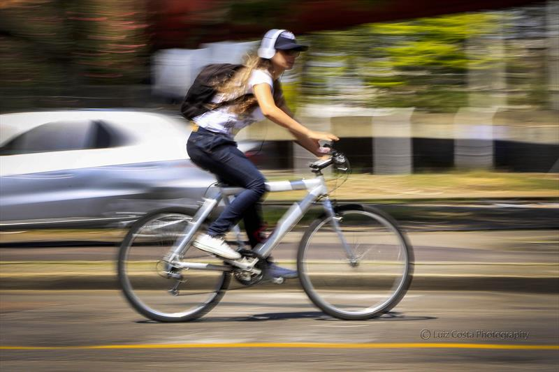 Ciclista urbana. Foto: Luiz Costa