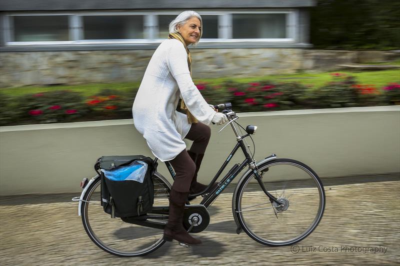 Ciclista utiliza a bicicleta para se locomover no dia a dia. Foto: Luiz Costa