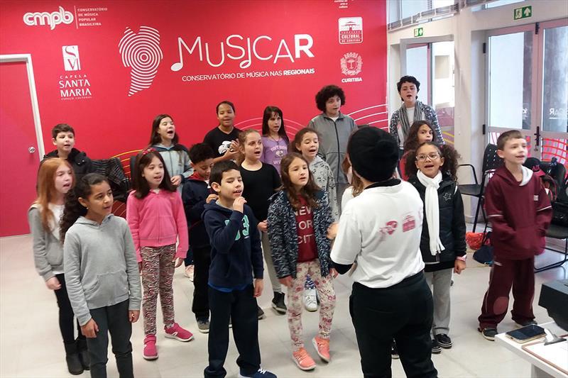 Crianças têm aulas grátis de musicalização. Foto: Divulgação
