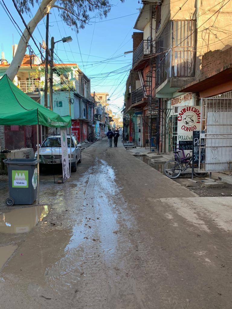 A comitiva curitibana visitou o Barrio 31, área de ocupação irregular.