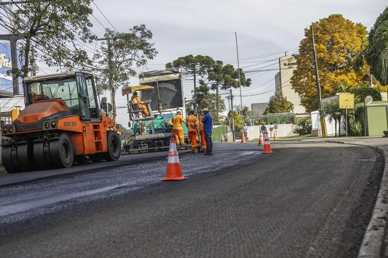 Obras de pavimentação da Rua João Bettega, no Portão.  Foto: Pedro Ribas/SMCS