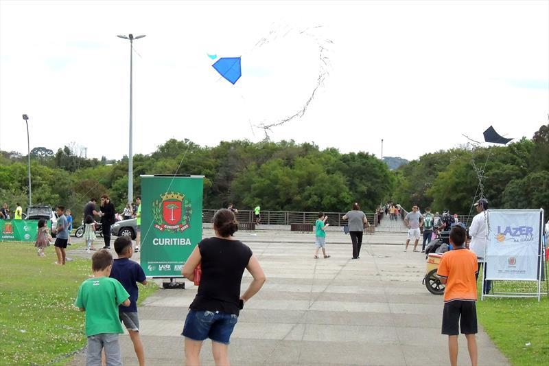 O fim de semana também terá Jogos do Piá, com oficina e revoada de pipas na Praça Zumbi dos Palmares. Foto: Valdecir Galor/SMCS