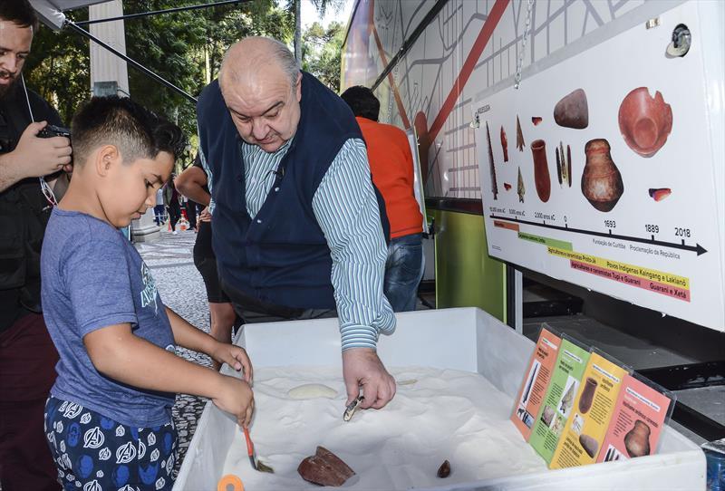 Prefeito Rafael Greca participa do evento Lazer na XV Ônibus Museu. Curitiba, 15/06/2019. Foto: Levy Ferreira/SMCS
