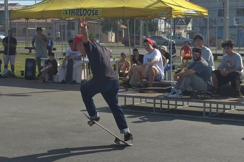 Semana do Skate leva manobras para as regionais Matriz e Boqueirão. Foto: Divulgação
