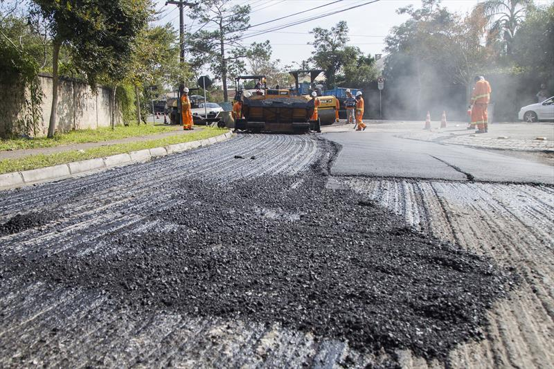 Obras de pavimentação na rua Ver. Antônio Domakoski, no Bacacheri. Curitiba, 11/06/2019. Foto: Pedro Ribas/SMCS