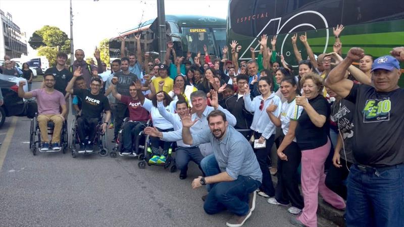 A delegação de paratletas de Curitiba embarcou com destino a Londrina (Norte), atrás do octacampeonato dos Jogos Abertos Paradesportivos do Paraná (Parajaps). Foto: Divulgação