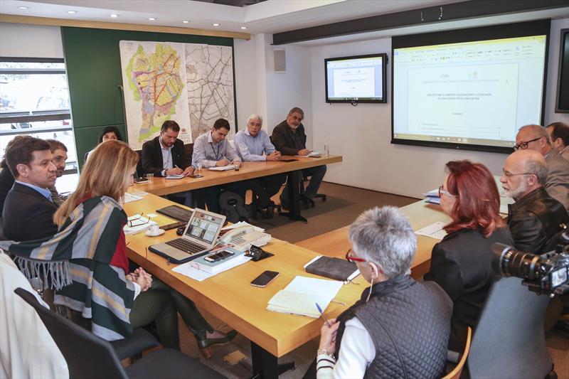 Representantes do Banco Interamericano de Desenvolvimento (BID) estão na cidade em missão de identificação do Programa de Mobilidade Sustentável de Curitiba (Aumento da Capacidade da Linha Inter 2). Foto: Luiz Costa/SMCS
